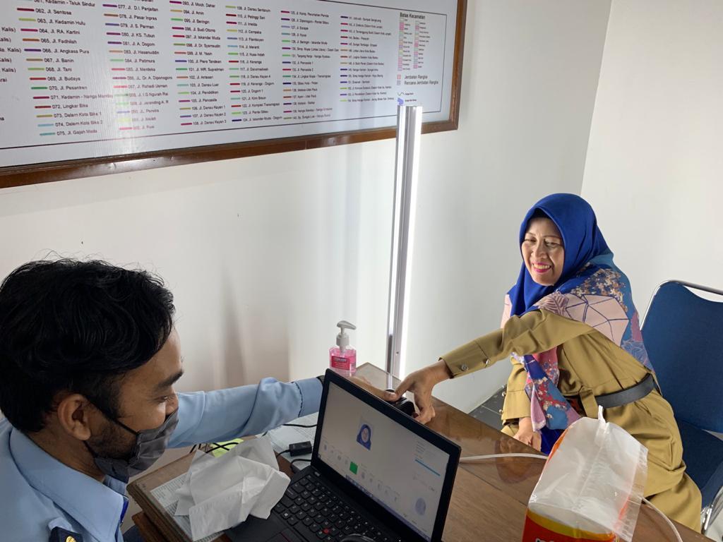 Pegawai DPUBMSDA Bikin Pasport di Kantor Sendiri